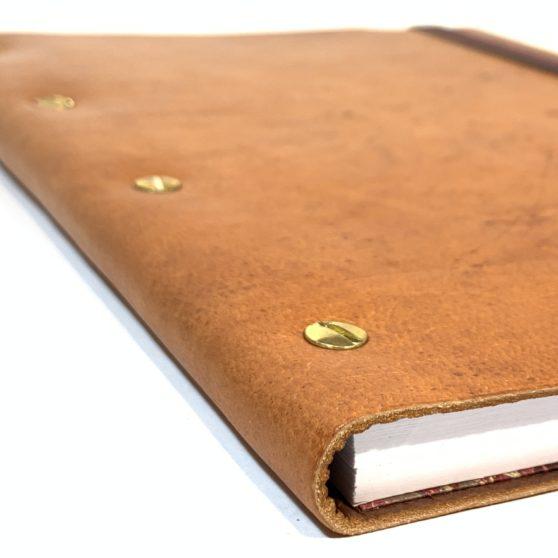 Cuadernos con tornillos